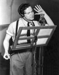 A classic image of Welles in his radio days